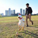 子と遊ぶ親